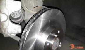 Замена передних тормозных дисков и колодок на Ferodo